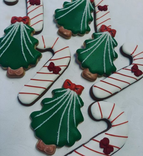 Candy canes and Christmas trees 600
