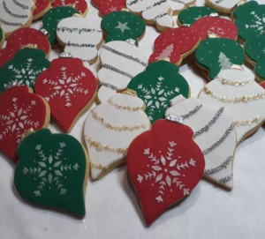 Christmas baubles biscuits 500