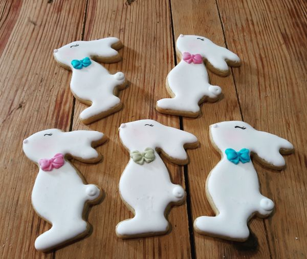 Easter biscuits - Standing bunnys 600