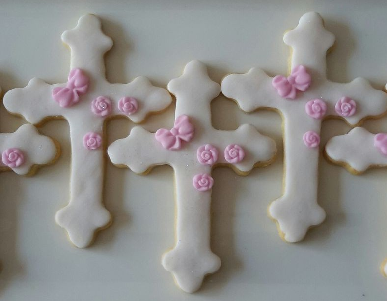 Homemade biscuits - Cross & Roses &800
