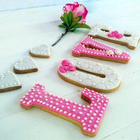 Homemade biscuits - Valentines wit pink rose &300