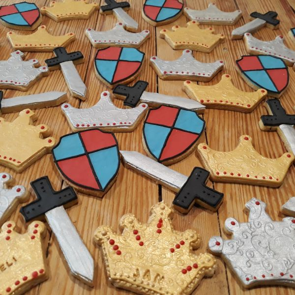 Medieval Party Biscuits 600