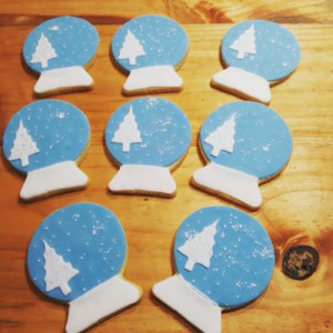 Snow globe Christmas biscuits 500